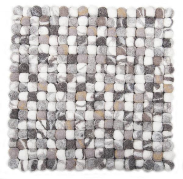 Handgearbeiteter Filzkugelteppich aus Schurwolle